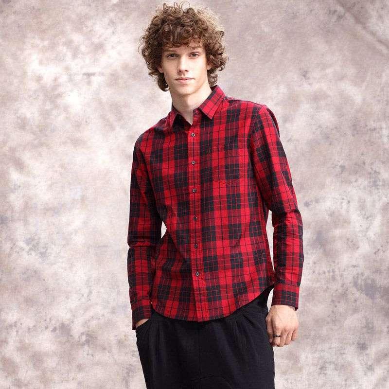 红黑格子衬衫搭配有什么讲究 红黑格子衬衫如何搭配呢