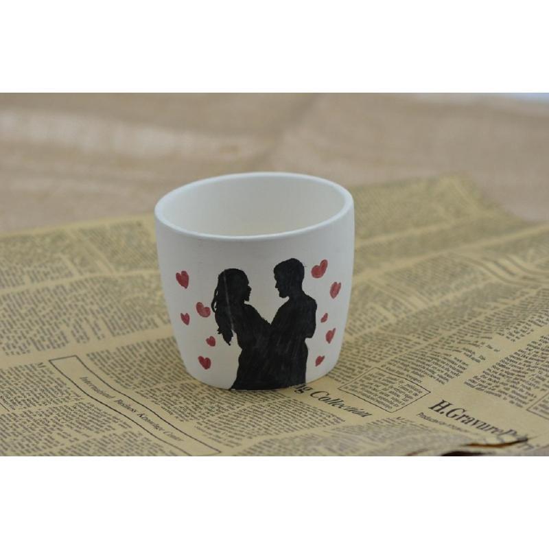 在杯子上画画的图片