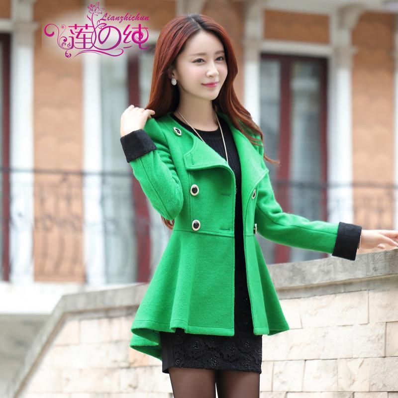 鲜绿色的呢子大衣搭配什么颜色的围巾