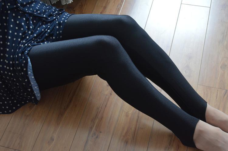 黑色健美裤视频_mtiny薄款打底裤夏春秋女士黑色光泽裤健美裤老式加大