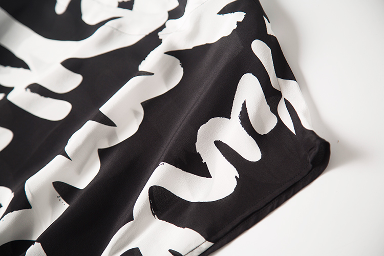 夏妆新品复古英文字母黑白百搭色落肩袖长裙连衣裙黑白英文字连衣裙
