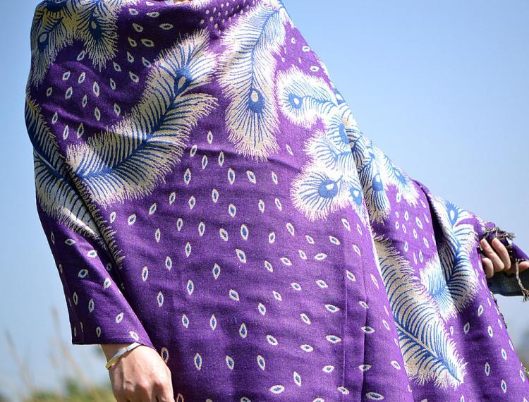 彩丽馆秋冬云南特色民族风围巾保暖加厚披肩超长款女士孔雀羽毛特色