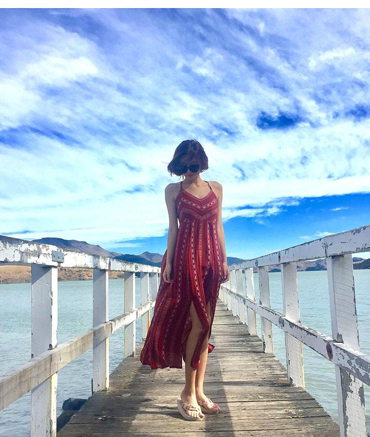 828新款海边度假沙滩裙女夏泰国气质连衣裙露背吊带显瘦裙子波西米亚