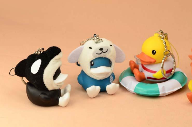很简单的 一套7款,有6款是变变变可爱动物,有1款是套上游泳圈 尺寸约