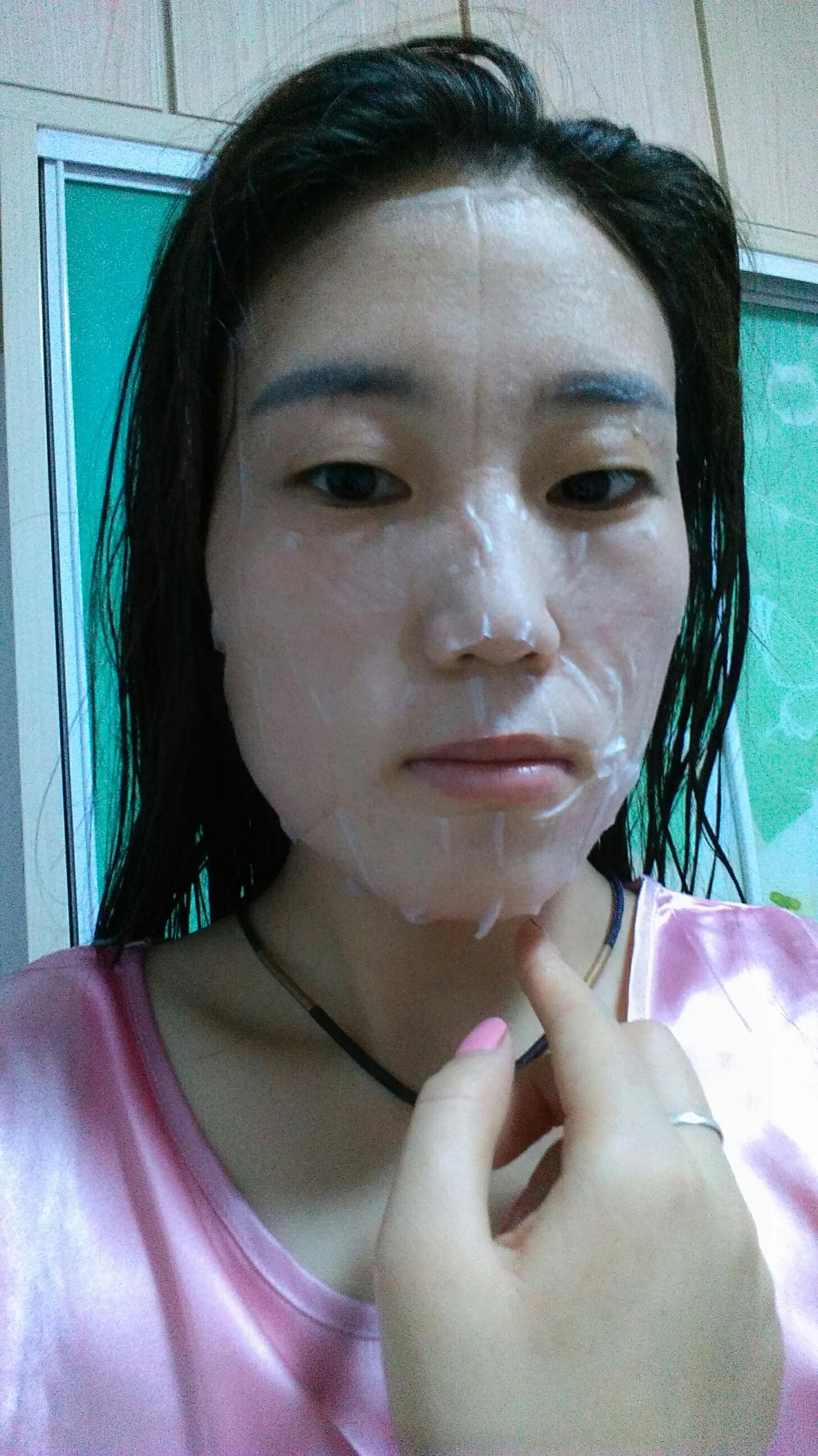 姐姐的b好多水_用过以后感觉水水的,好滑的皮肤,姐姐说她也想试试就给她贴个,好东西