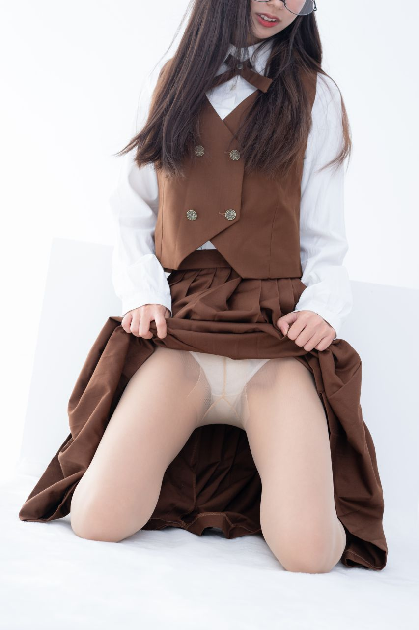 【森萝财团】 森萝财团写真 – JKFUN-033 少女肉丝美腿30D 小梓 [48P-1V-1.08GB] JKFUN 第3张