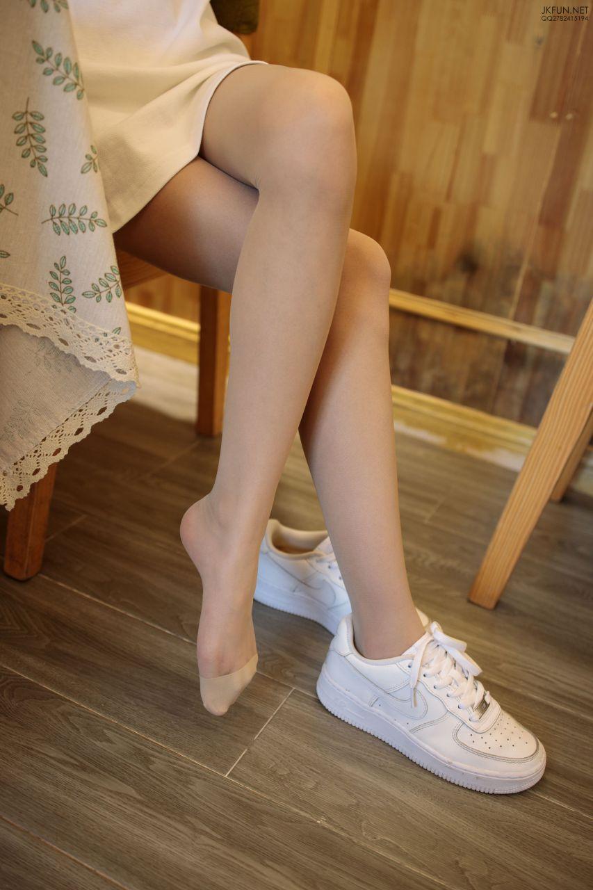 【森萝财团】 森萝财团写真 – JKFUN-012 10D肉丝运动鞋桌下 [102P-1V-3.23GB] JKFUN 第5张
