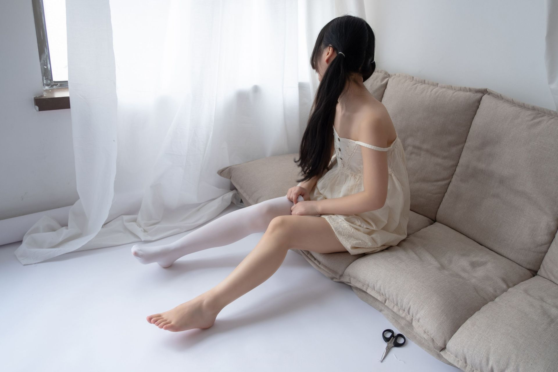 【森萝财团】爱花写真-ALPHA-013 白丝女孩玩美足 [90P-805MB] 森萝财团 第3张