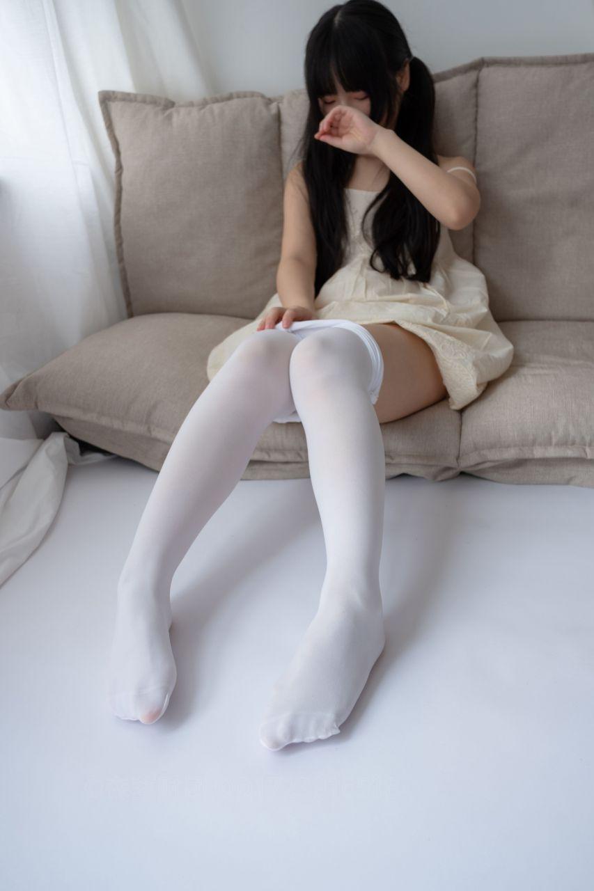 【森萝财团】爱花写真-ALPHA-013 白丝女孩玩美足 [90P-805MB] 森萝财团 第5张