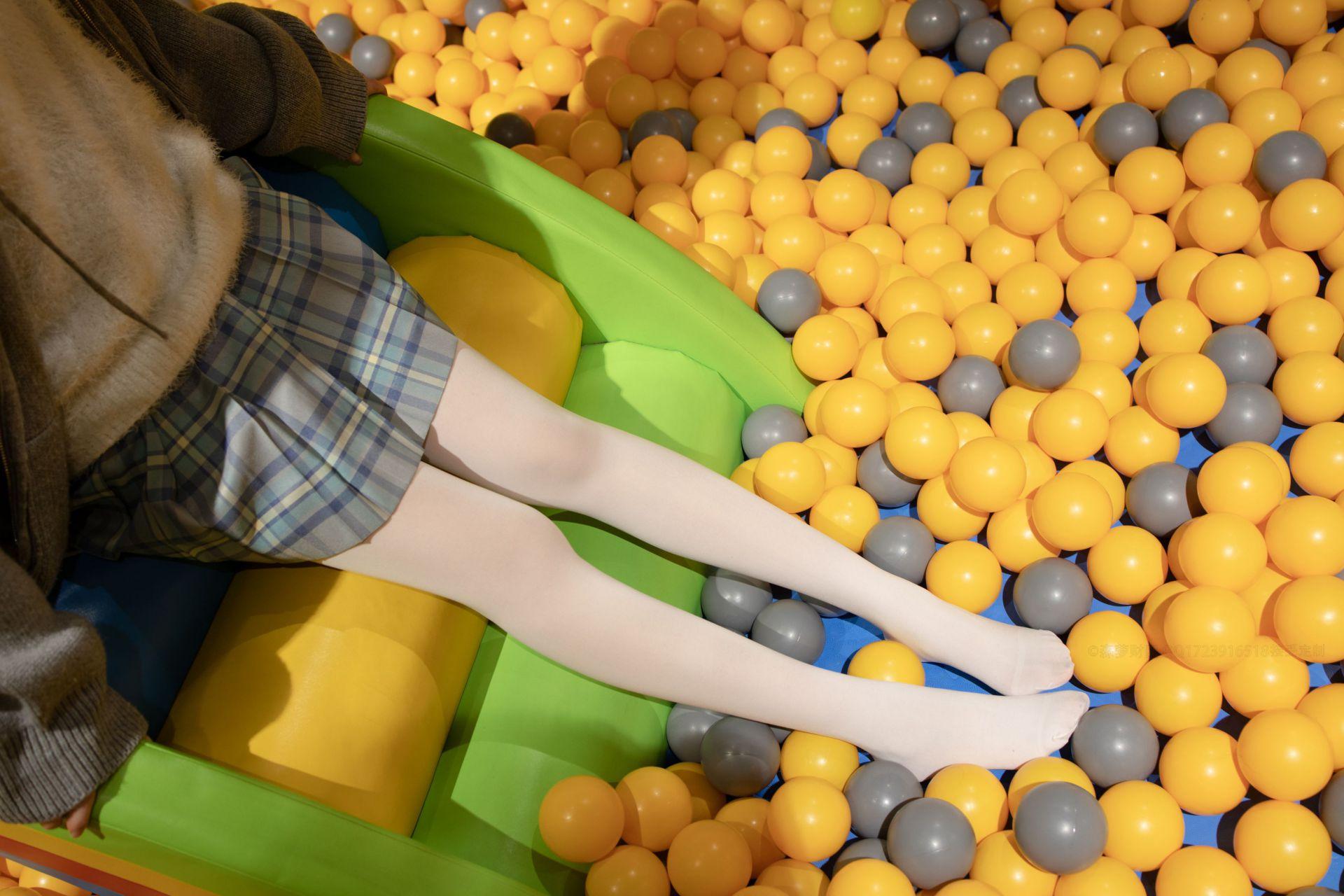 【森萝财团】森萝财团写真 – X-047 儿童乐园里的JK少女 [141P-1V-2.85GB] X系列 第2张