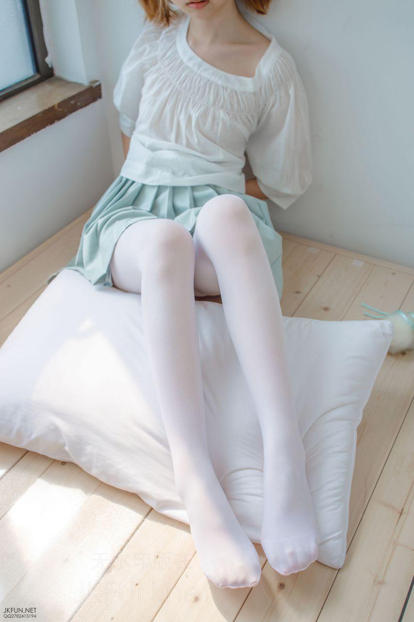 【森萝财团】 森萝财团写真 – JKFUN-009 Aika 50D白丝按摩仪 [105P-1V-3.03GB] JKFUN 第5张