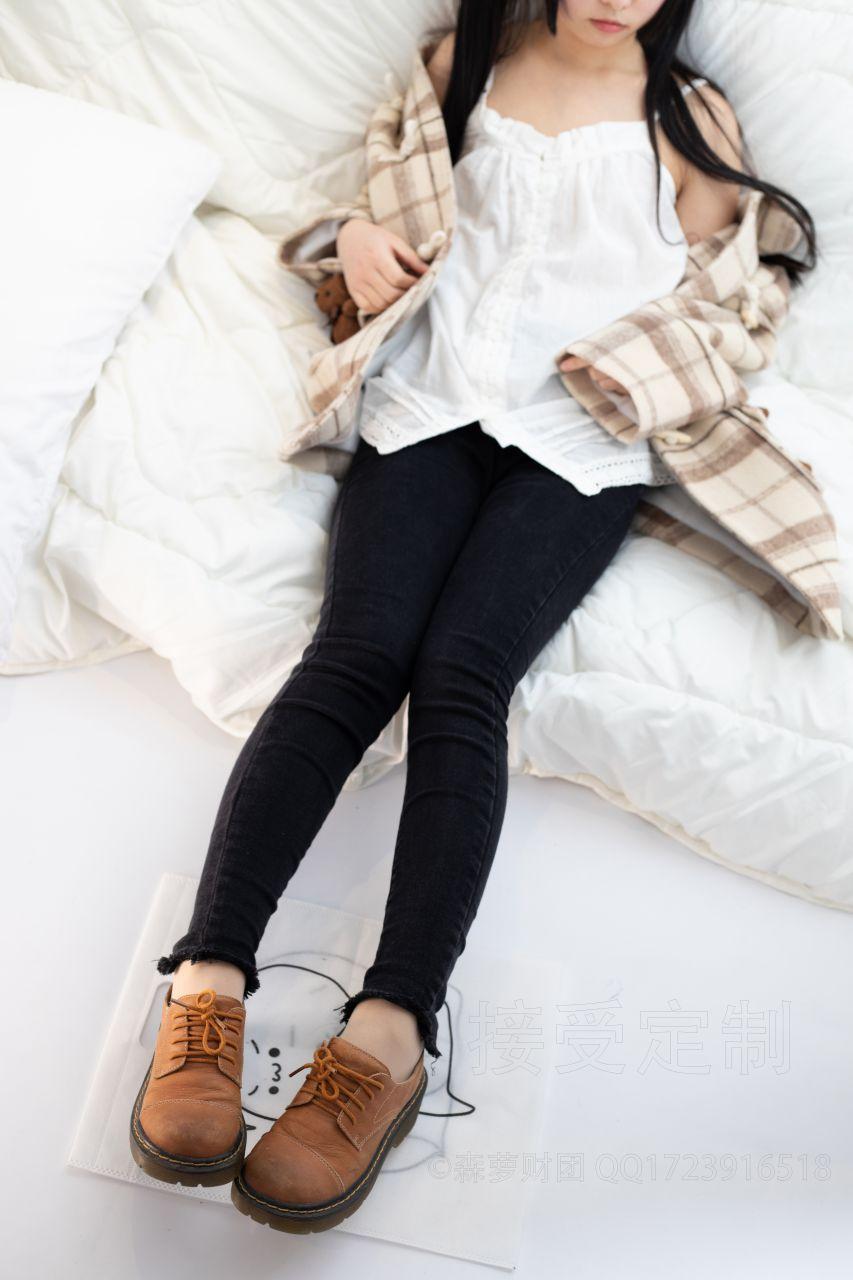 【森萝财团】爱花写真-ALPHA-018 可爱少女居家服 [121P-1.53GB] 森萝财团 第1张