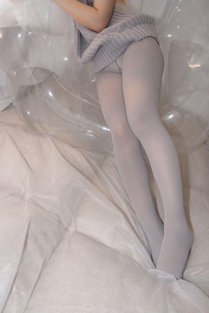 【森萝财团】爱花写真-ALPHA-009 露背毛衣 灰丝露脸 [98P-1005MB] 森萝财团 第4张