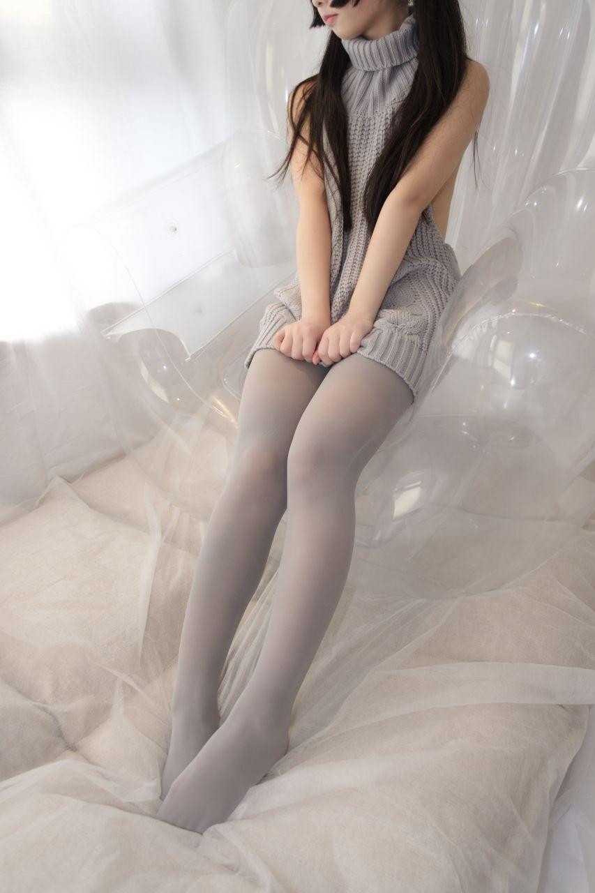 【森萝财团】爱花写真-ALPHA-009 露背毛衣 灰丝露脸 [98P-1005MB] 森萝财团 第1张