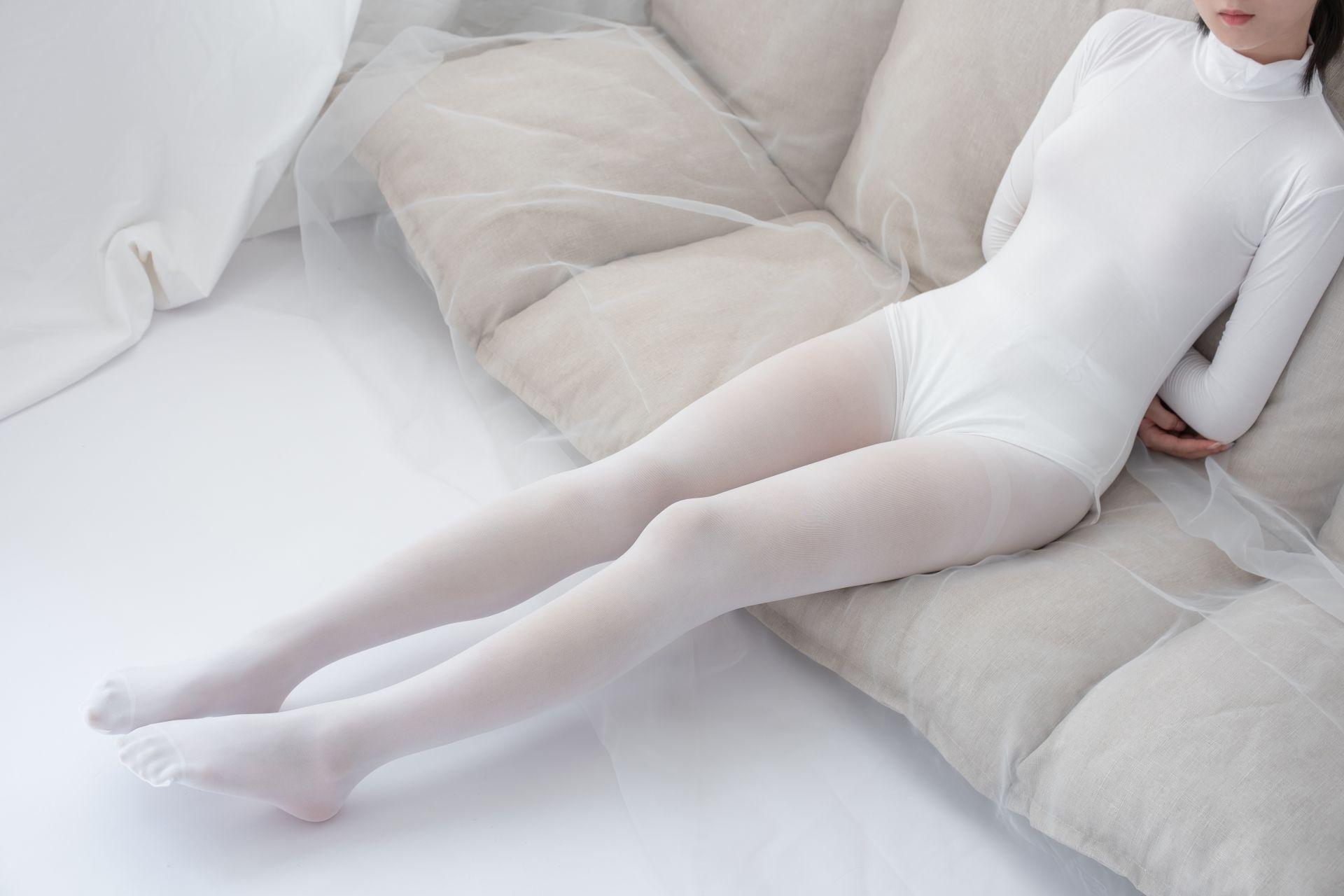 【森萝财团】爱花写真-ALPHA-007 纯白的诱惑 白丝裸足 [156P-1.42GB] 森萝财团 第3张