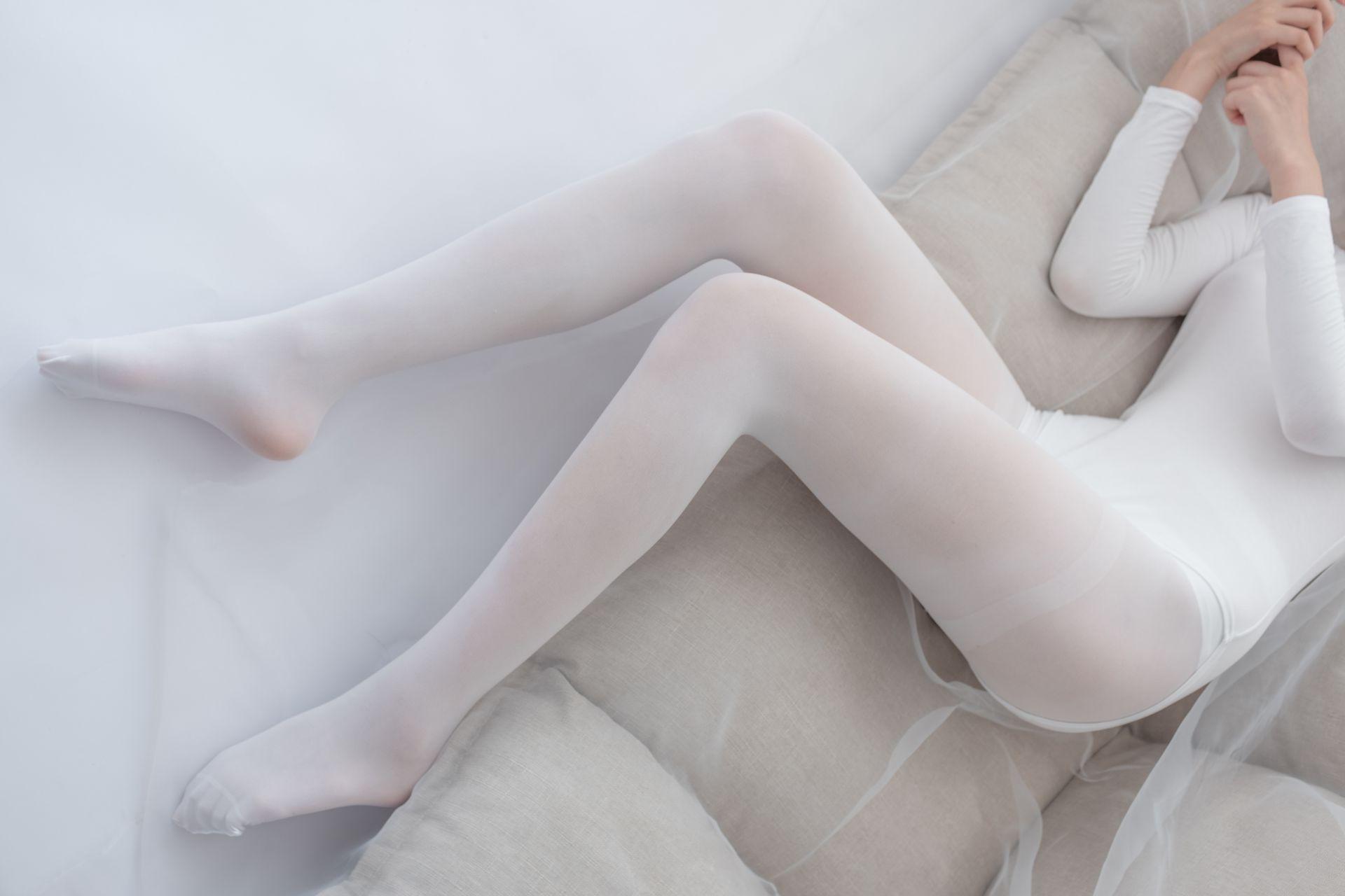 【森萝财团】爱花写真-ALPHA-007 纯白的诱惑 白丝裸足 [156P-1.42GB] 森萝财团 第4张