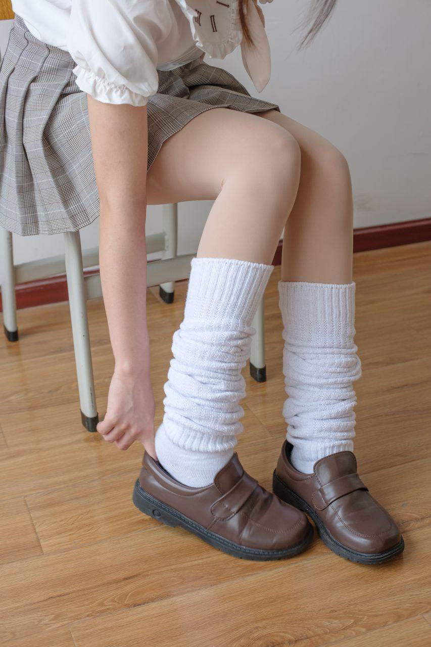 【森萝财团】森萝财团写真 – X-033 校花的短袜 [102P-1V-1.97GB] X系列 第3张