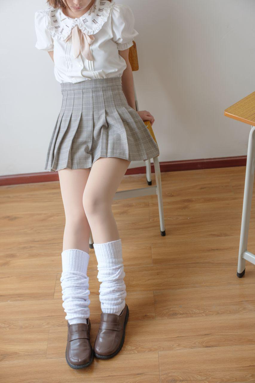 【森萝财团】森萝财团写真 – X-033 校花的短袜 [102P-1V-1.97GB] X系列 第1张