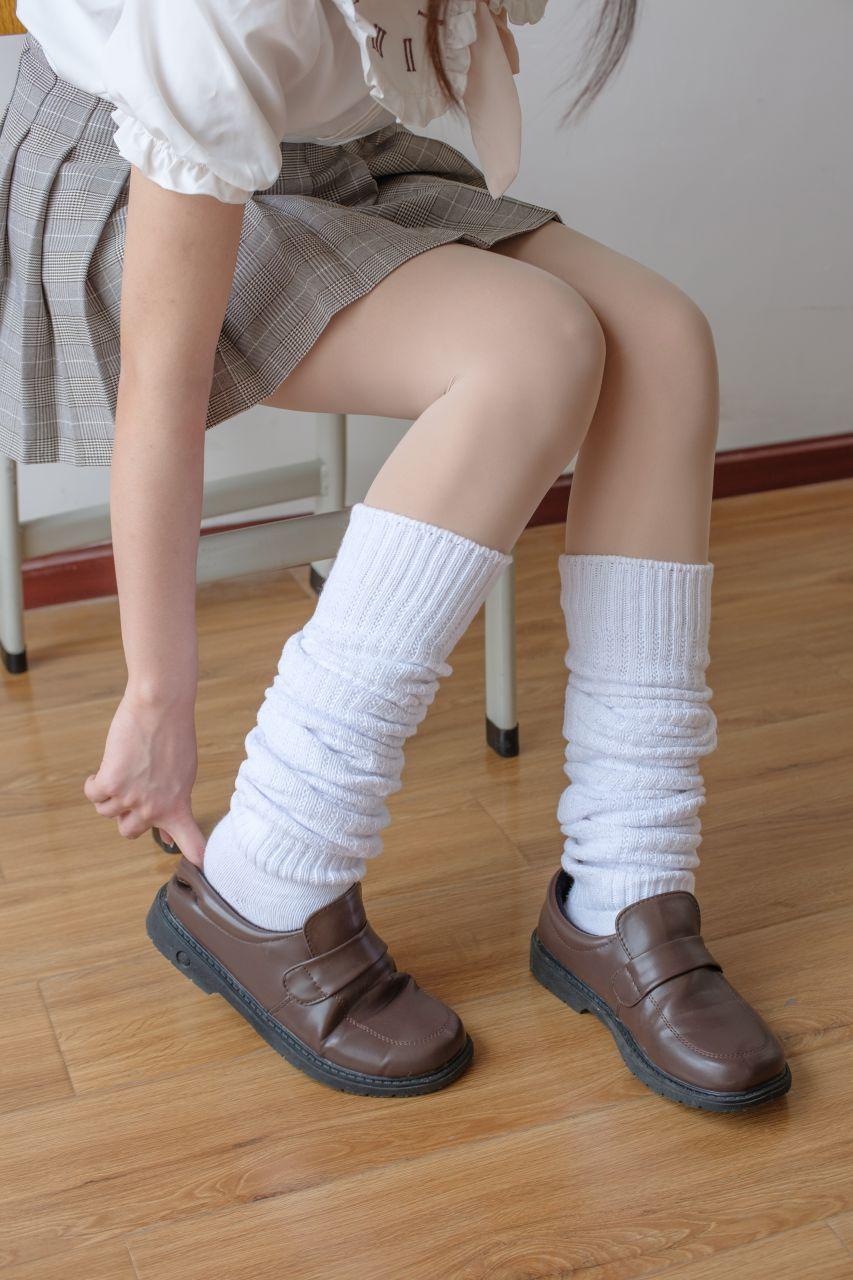 【森萝财团】森萝财团写真 – X-033 校花的短袜 [102P-1V-1.97GB] X系列 第2张
