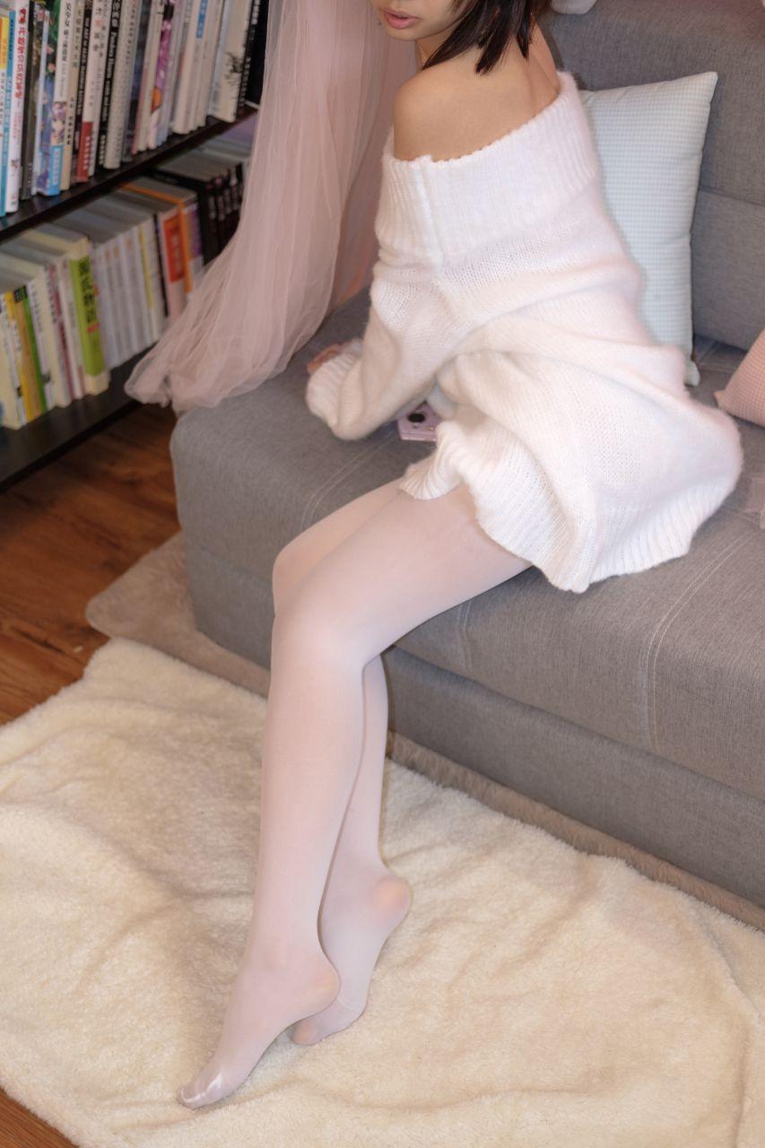 【森萝财团】森萝财团写真 – X-012-BETA 露肩毛衣白色裸足[110P-1V-1.83GB] X系列 第5张