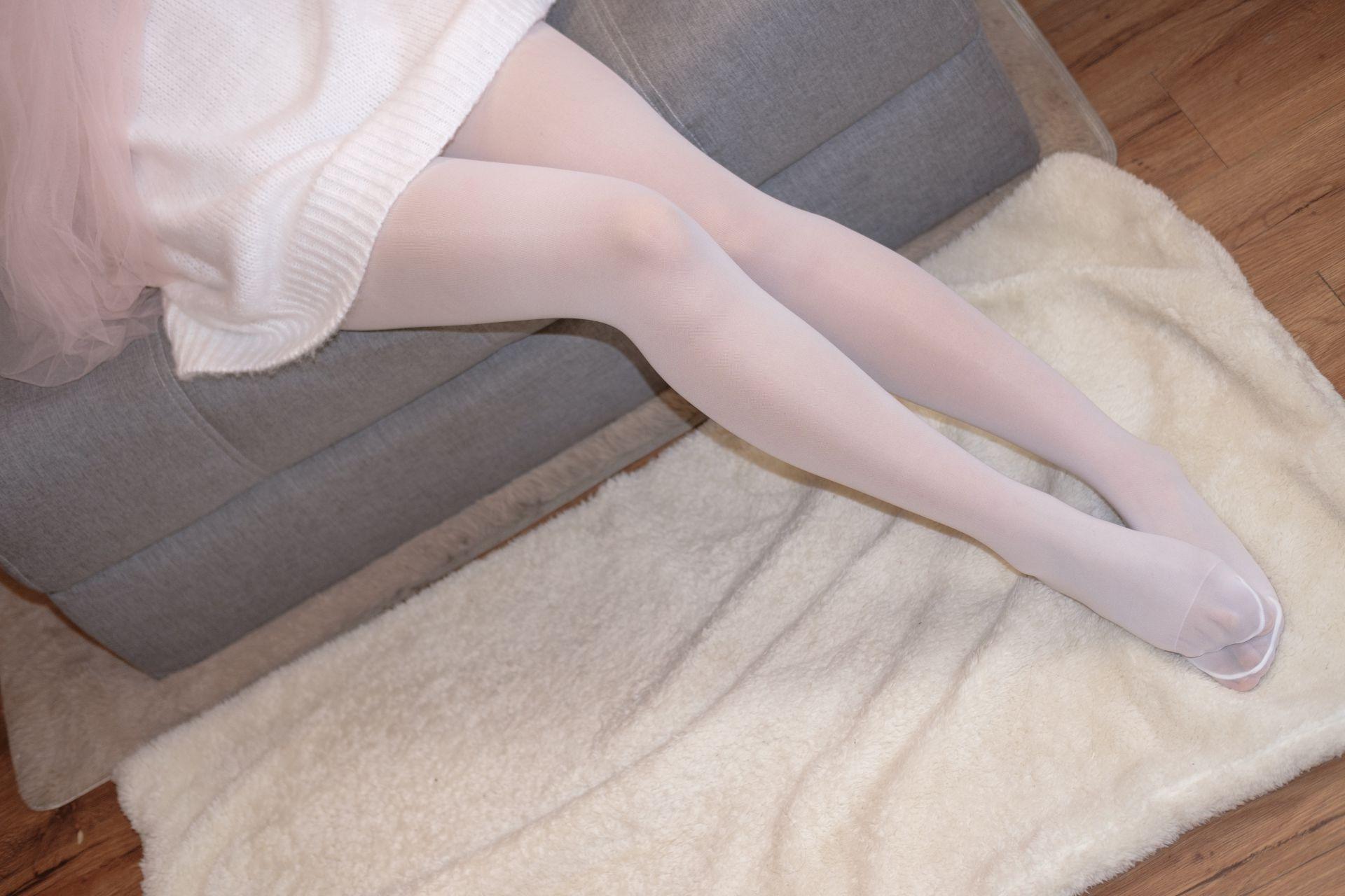 【森萝财团】森萝财团写真 – X-012-BETA 露肩毛衣白色裸足[110P-1V-1.83GB] X系列 第4张