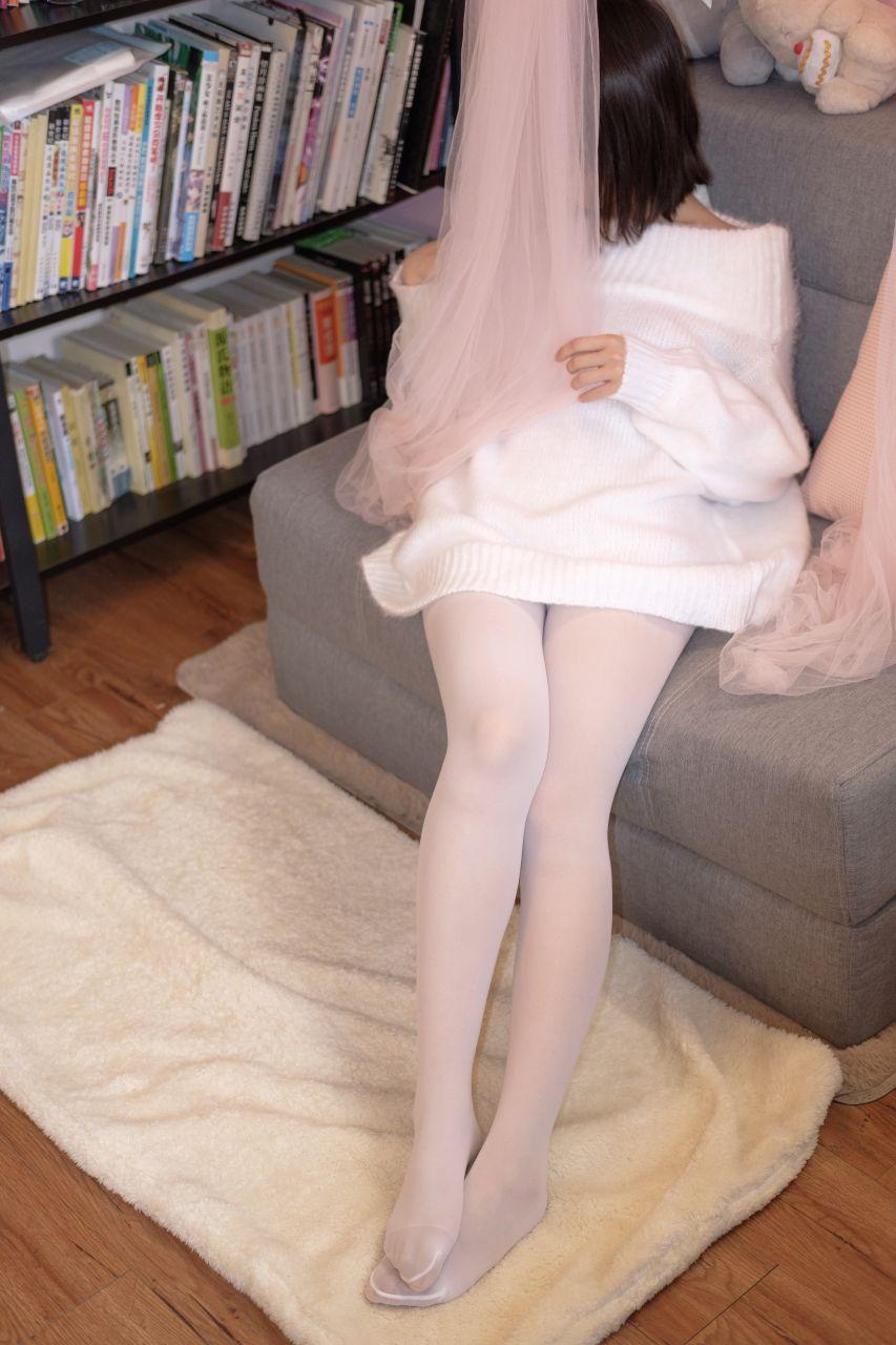 【森萝财团】森萝财团写真 – X-012-BETA 露肩毛衣白色裸足[110P-1V-1.83GB] X系列 第2张