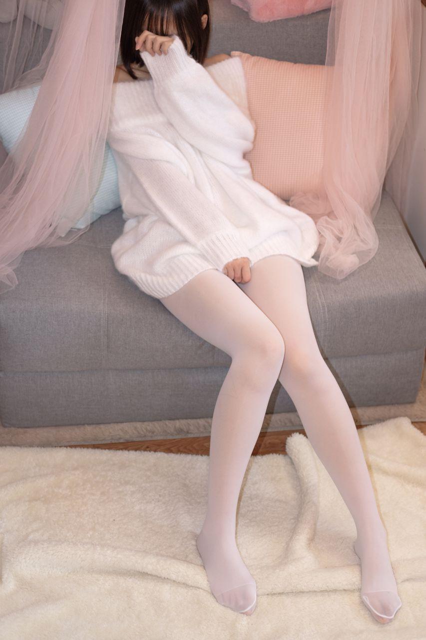 【森萝财团】森萝财团写真 – X-012-BETA 露肩毛衣白色裸足[110P-1V-1.83GB] X系列 第1张