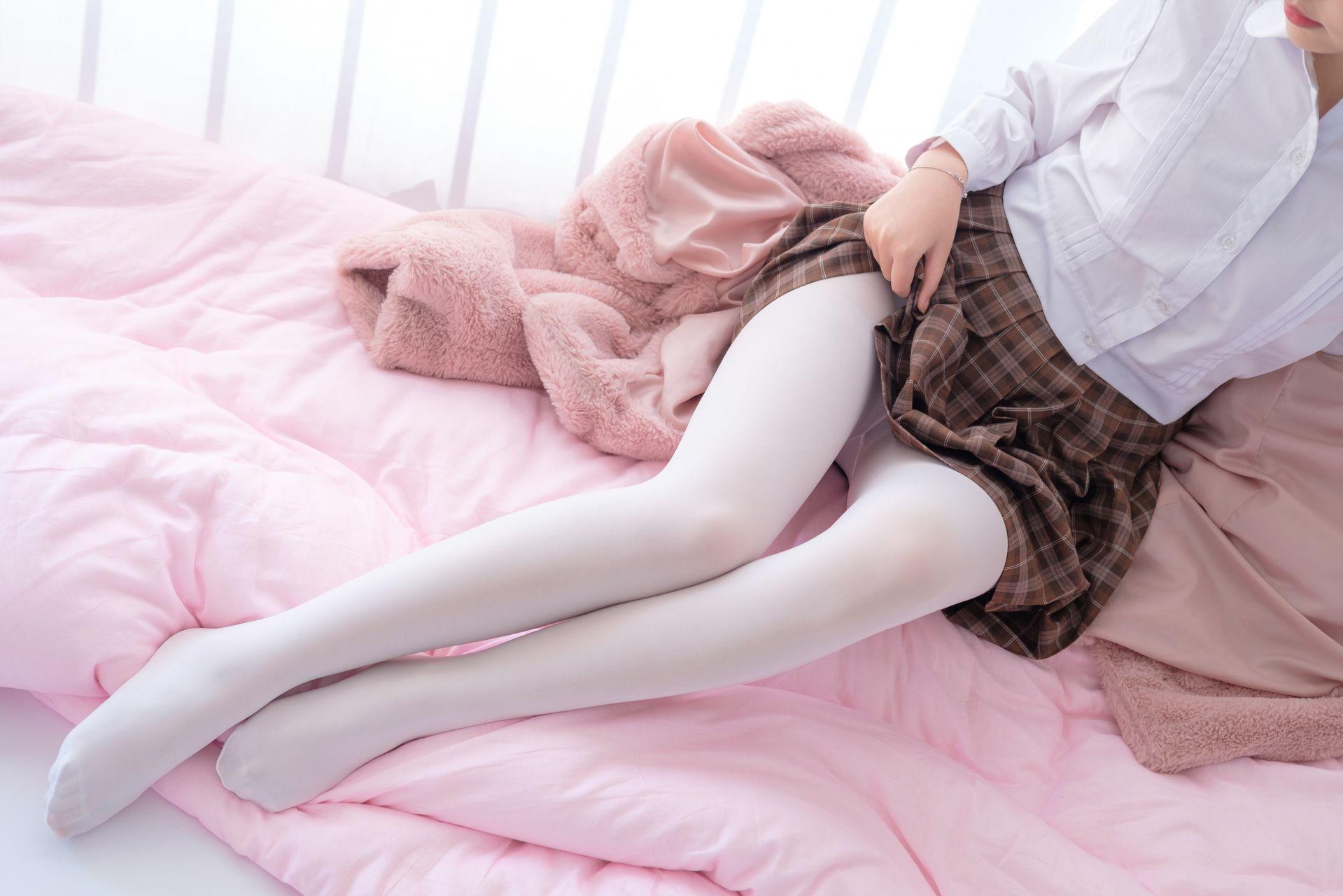 【森萝财团】森萝财团写真 – X-011 白丝裸足短裙[134P-1V-1.46GB] X系列 第3张
