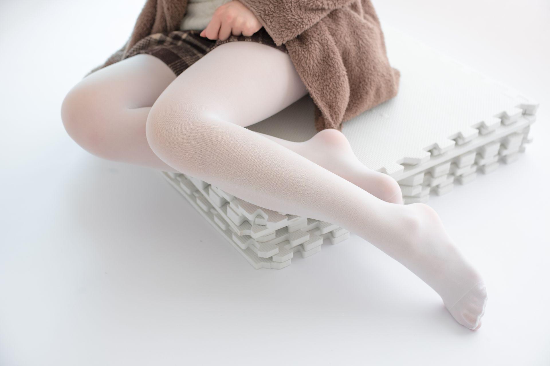 【森萝财团】森萝财团写真 – X-006 白丝·纯白诱惑 [99P-1V-1.66GB] X系列 第4张
