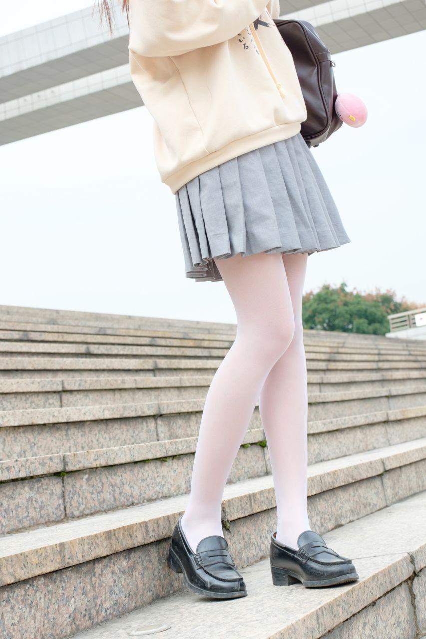 【森萝财团】森萝财团写真 - R15-040 户外白丝短裙 [131P-864MB] R15系列 第1张