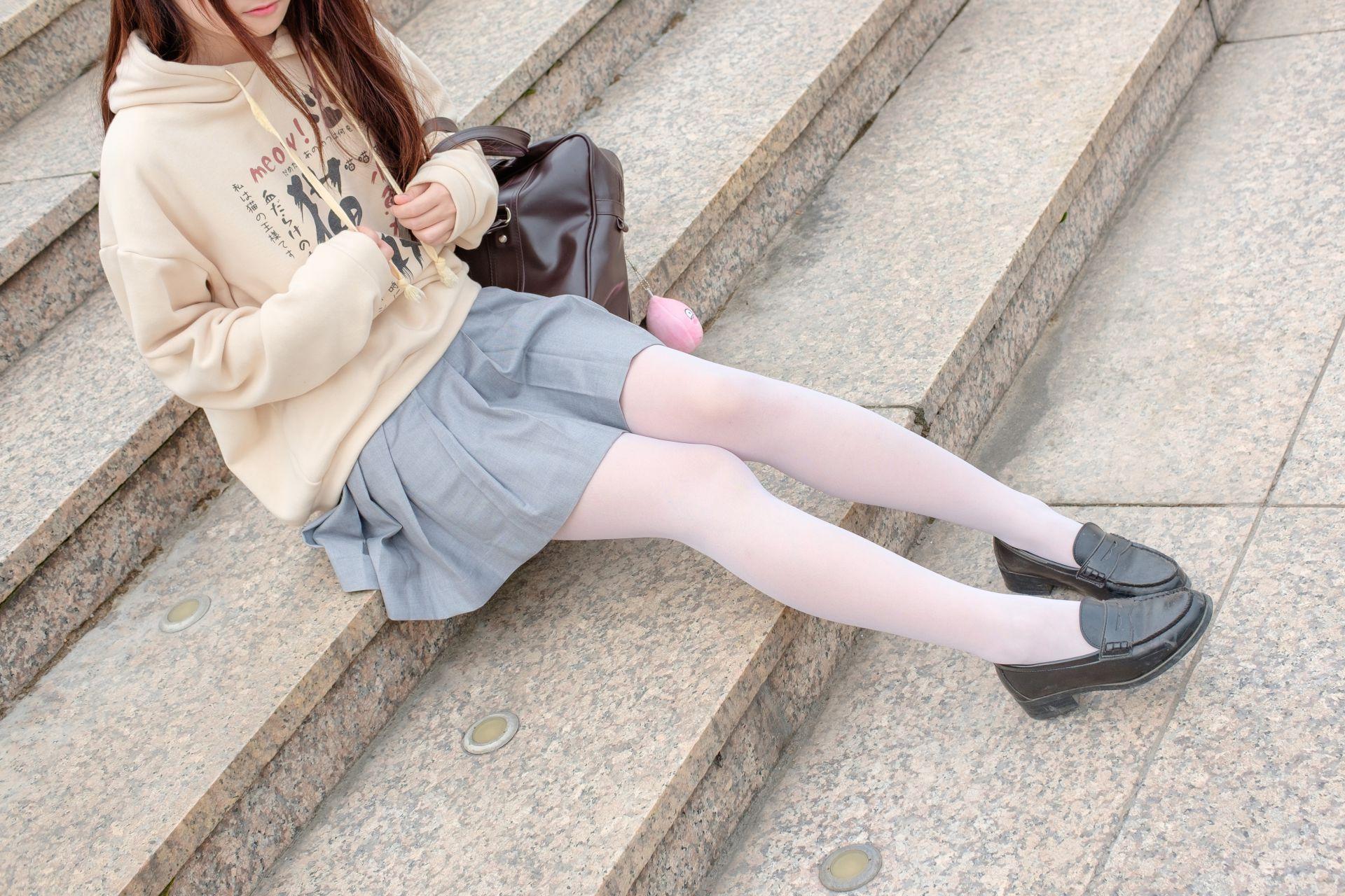 【森萝财团】森萝财团写真 - R15-040 户外白丝短裙 [131P-864MB] R15系列 第4张