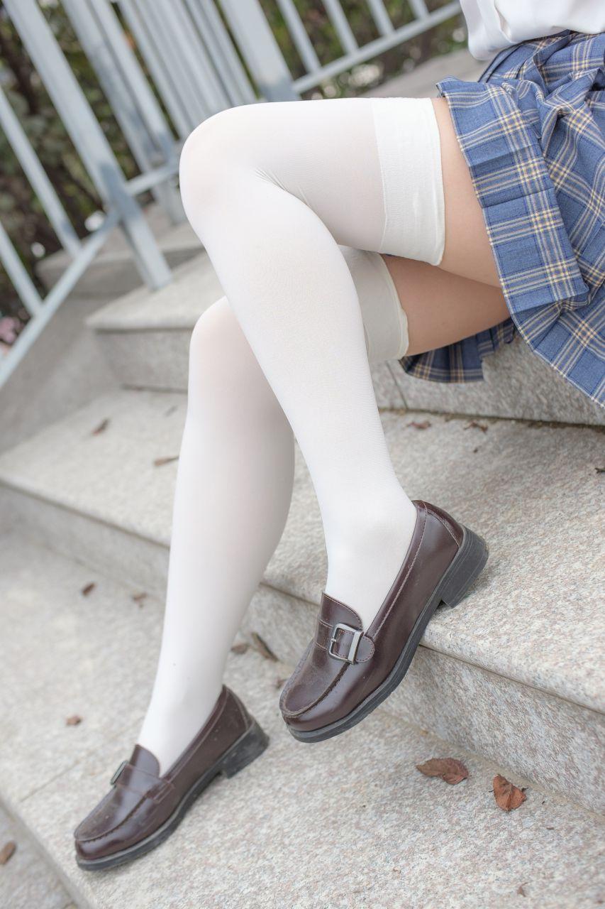 【森萝财团】森萝财团写真 - R15-039 百褶裙白丝美足 [88P-774MB] R15系列 第1张