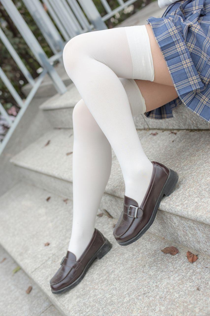 【森萝财团】森萝财团写真 - R15-039 百褶裙白丝美足 [88P-774MB] R15系列 第2张