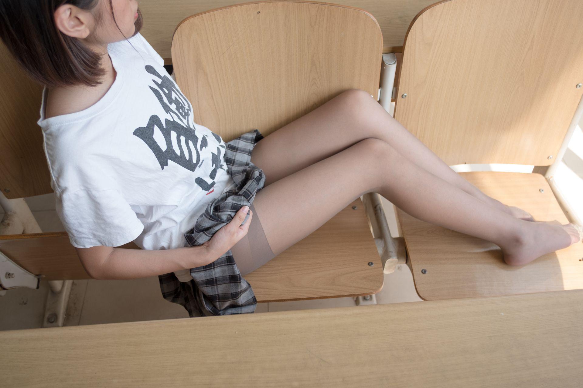 【森萝财团】森萝财团写真 - R15-037 教室灰丝美脚 [120P-702MB] R15系列 第4张