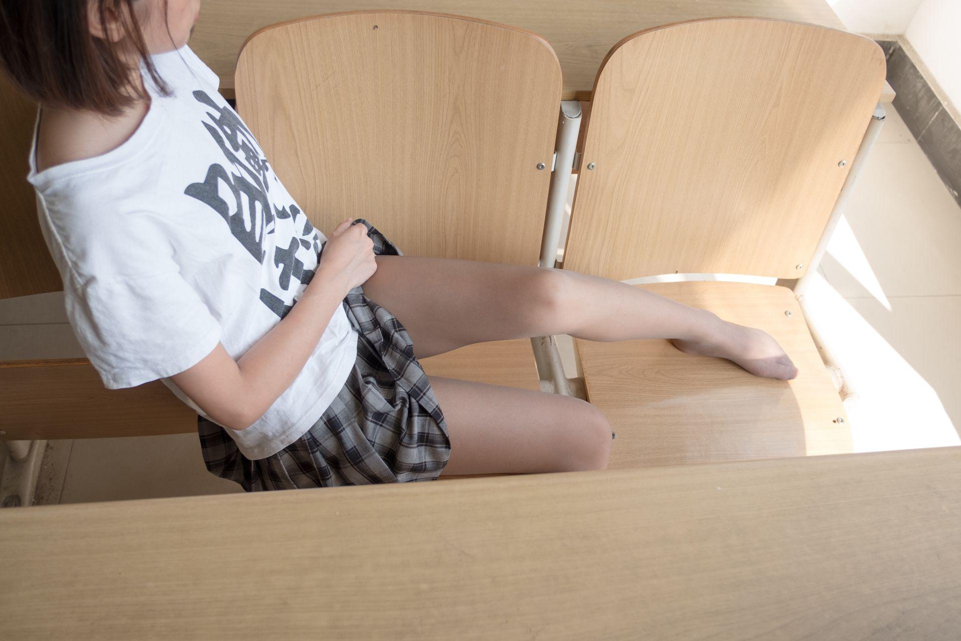 【森萝财团】森萝财团写真 - R15-037 教室灰丝美脚 [120P-702MB] R15系列 第3张