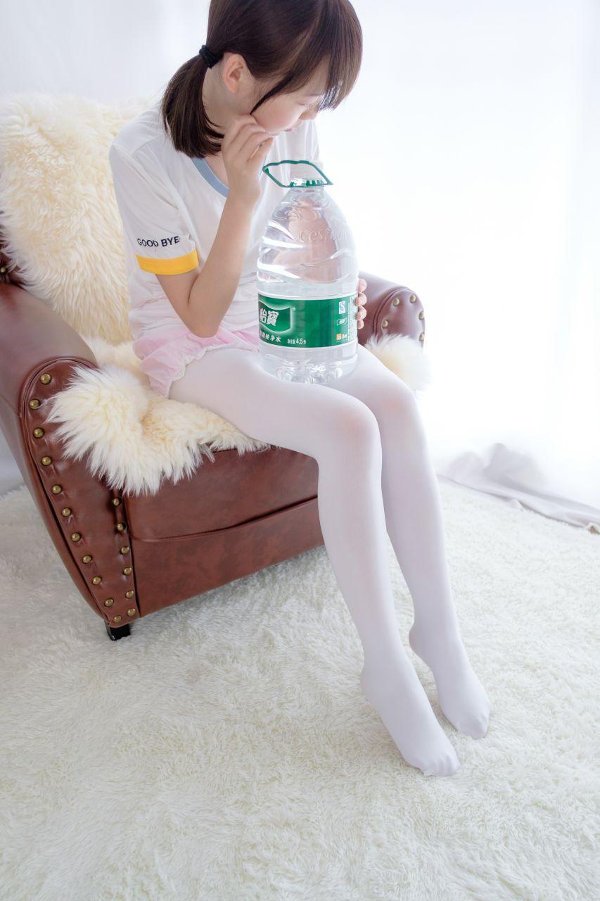 【森萝财团】森萝财团写真 - R15-015 白丝萝莉玩桶装水 [77P-438MB] R15系列 第3张