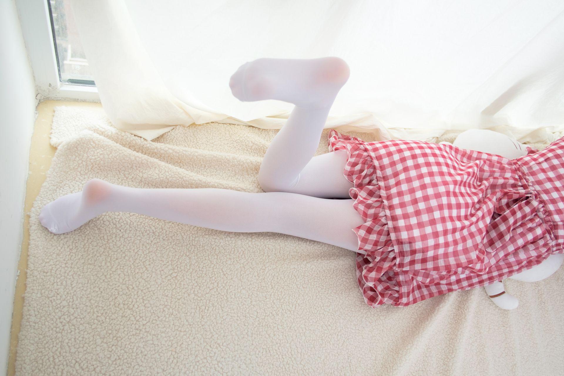 【森萝财团】森萝财团写真 - R15-011 红色格子裙白丝MM [67P-388MB] R15系列 第5张