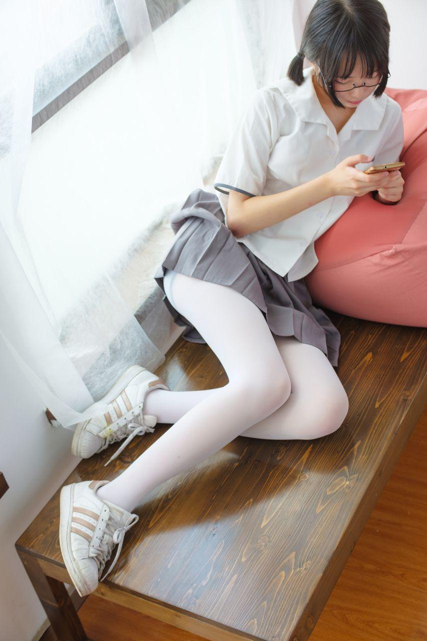 【森萝财团】森萝财团写真 - BETA-026 红色校服肉丝美足少女 [78P-737MB] BETA系列 第1张