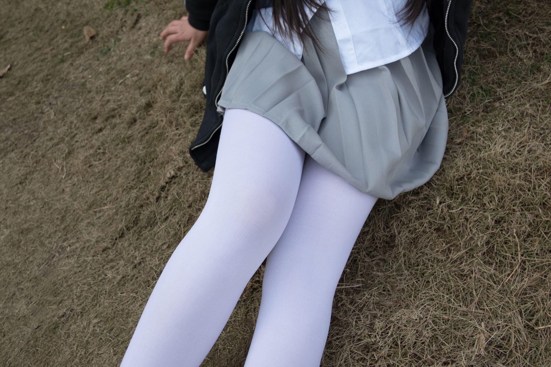 【森萝财团】森萝财团写真 - BETA-012 户外丝足秀 [63P-407MB] BETA系列 第2张