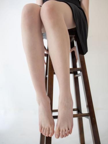 【森萝财团】 森萝财团写真 – JKFUN-049 百圆定制1.5-2 高跟鞋果足 Aika [68P-1V-1.23GB]