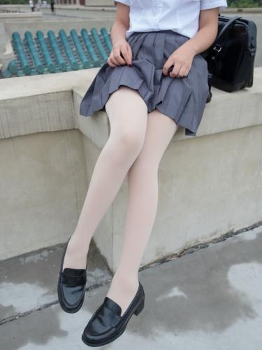 【森萝财团】森萝财团写真 – [BETA-005] 女生的白衬衣诱惑 [76P-498MB]