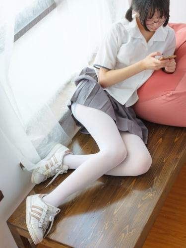 【森萝财团】森萝财团写真 – BETA-026 红色校服肉丝美足少女 [78P-737MB]