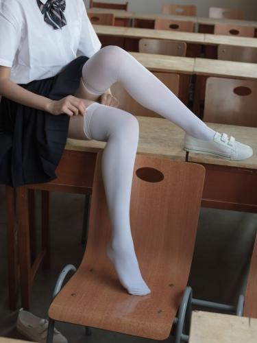 【森萝财团】森萝财团写真 – BETA-022 教室里的JK白丝少女 [66P-638MB]