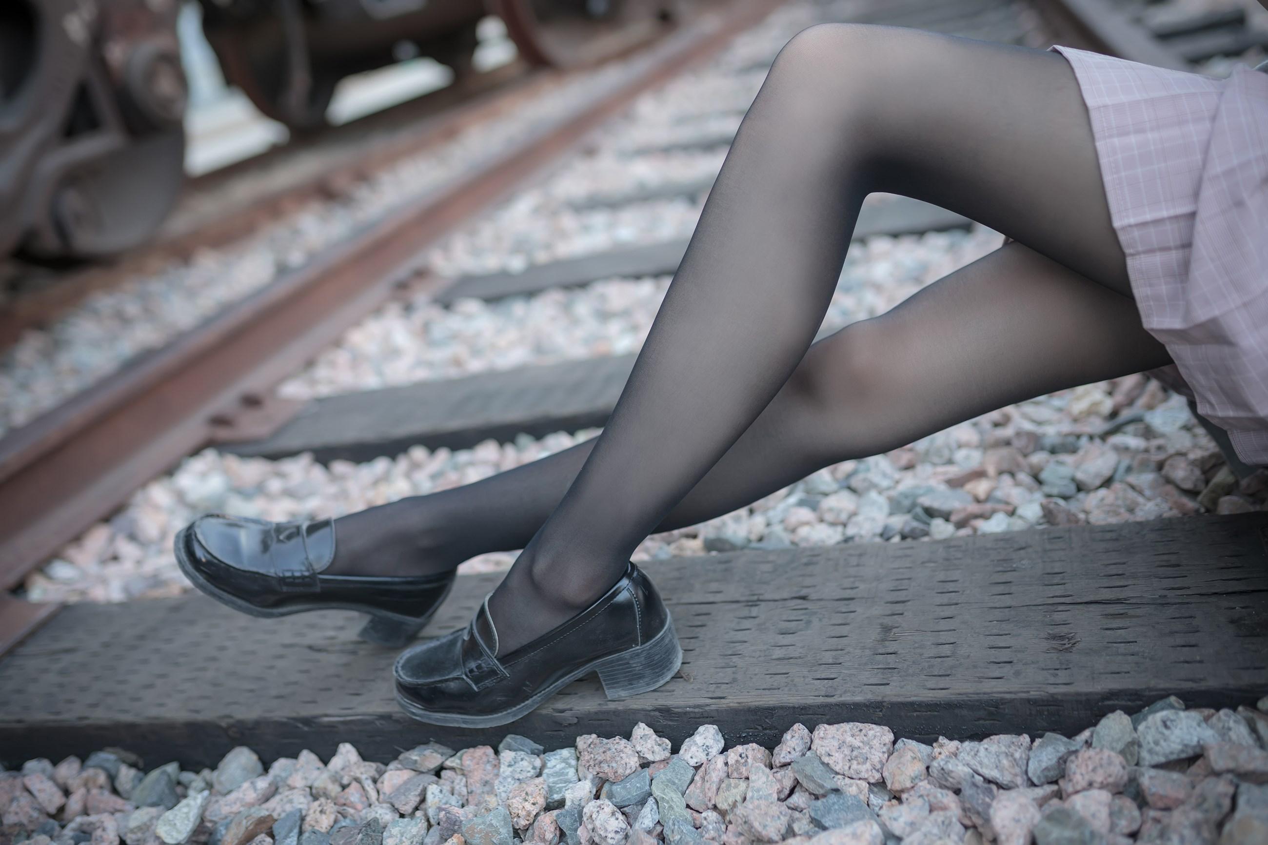 【兔玩映画】铁轨旁的小细腿 兔玩映画 第12张