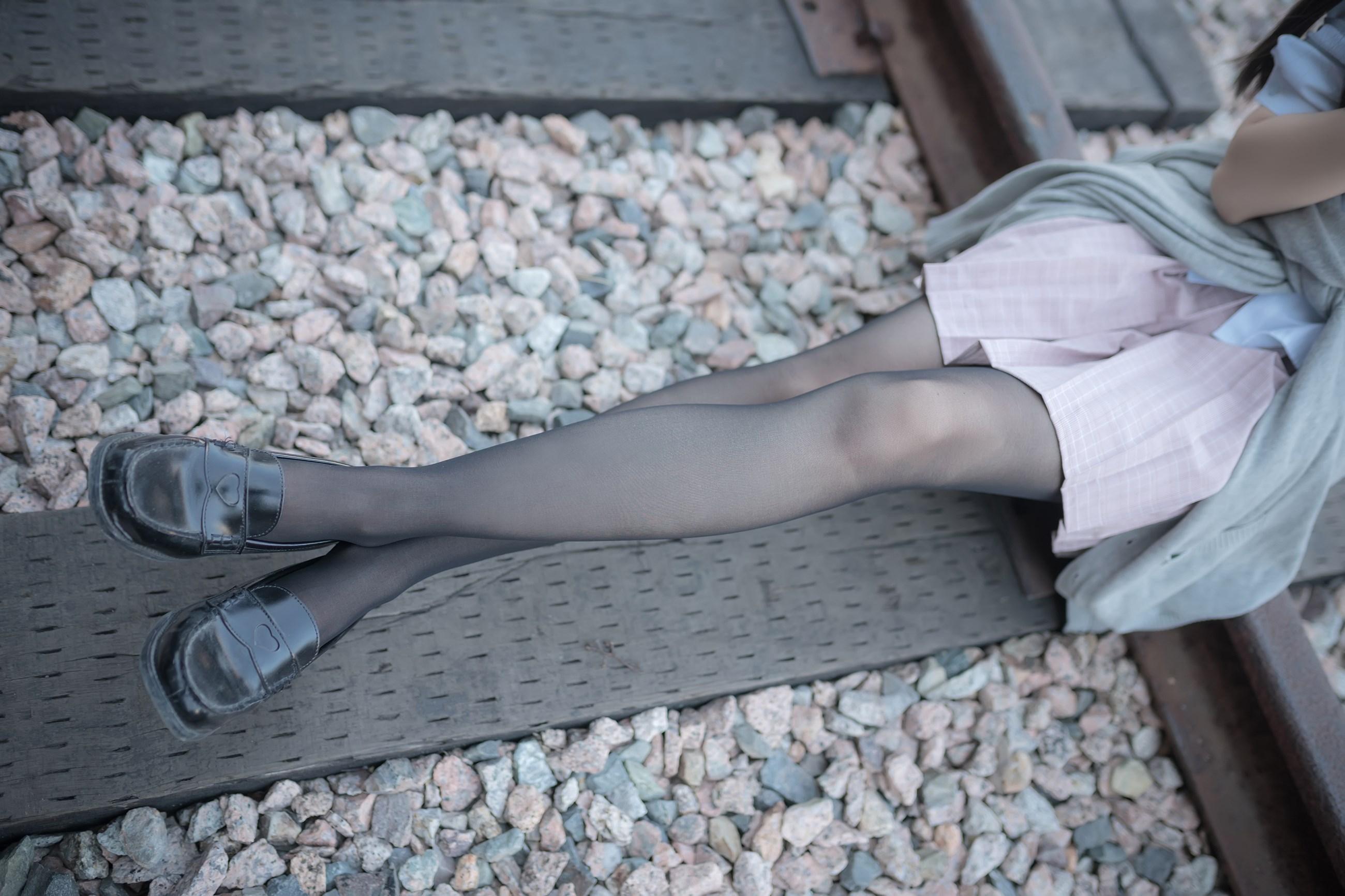 【兔玩映画】铁轨旁的小细腿 兔玩映画 第11张