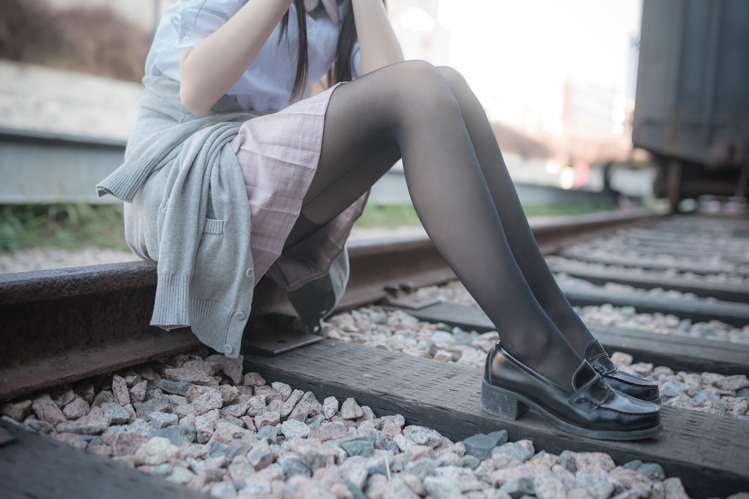 【兔玩映画】铁轨旁的小细腿 兔玩映画 第9张