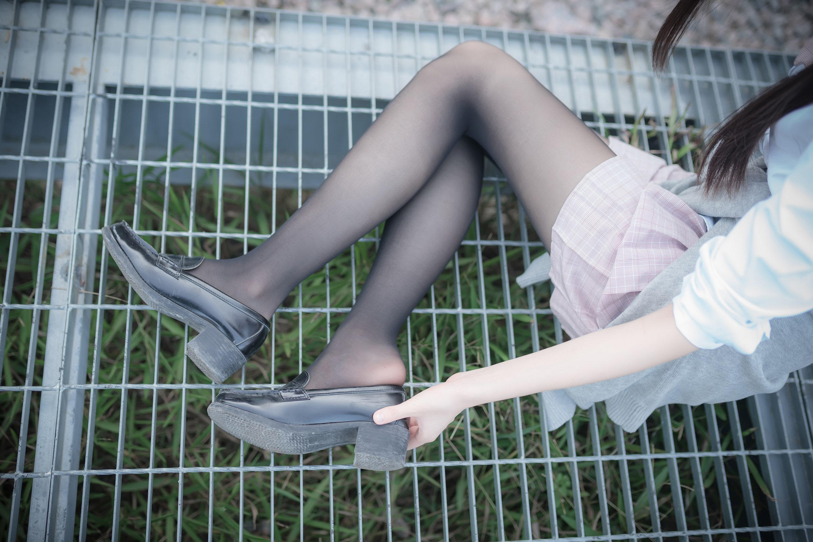 【兔玩映画】铁轨旁的小细腿 兔玩映画 第3张