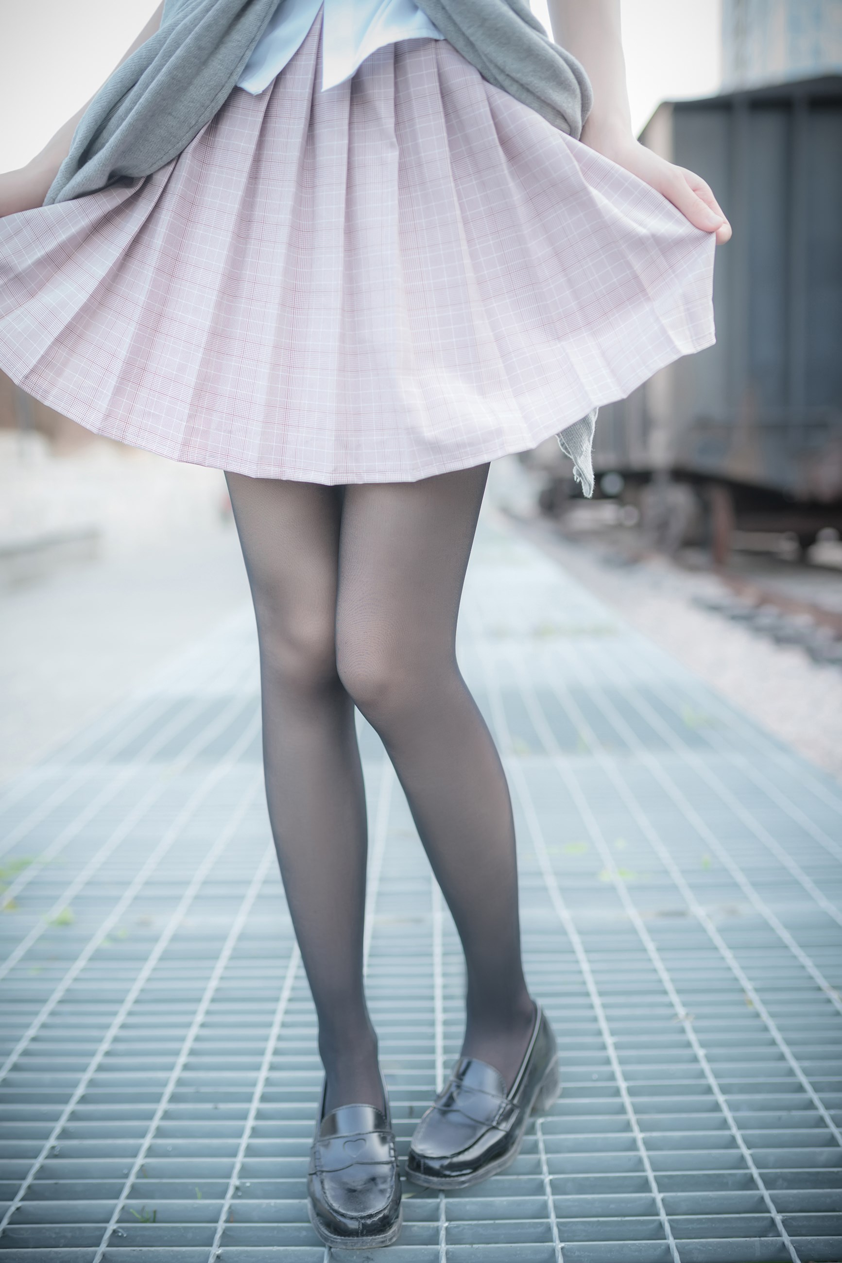 【兔玩映画】铁轨旁的小细腿 兔玩映画 第1张
