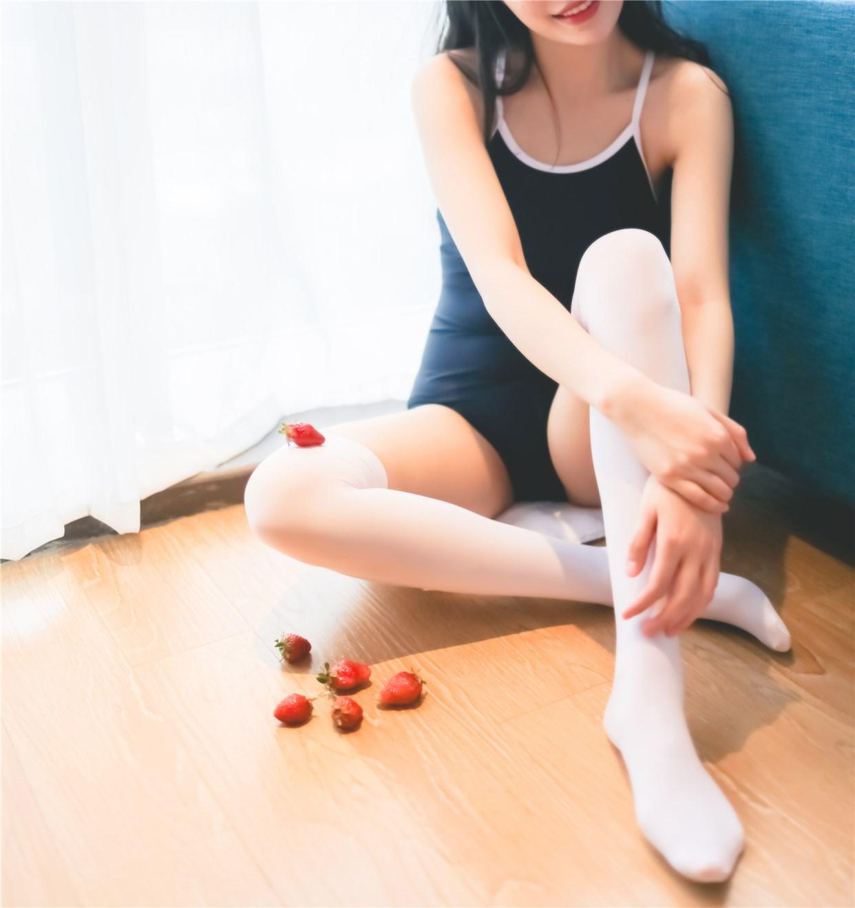 【兔玩映画】草莓,牛奶,死库水 兔玩映画 第5张
