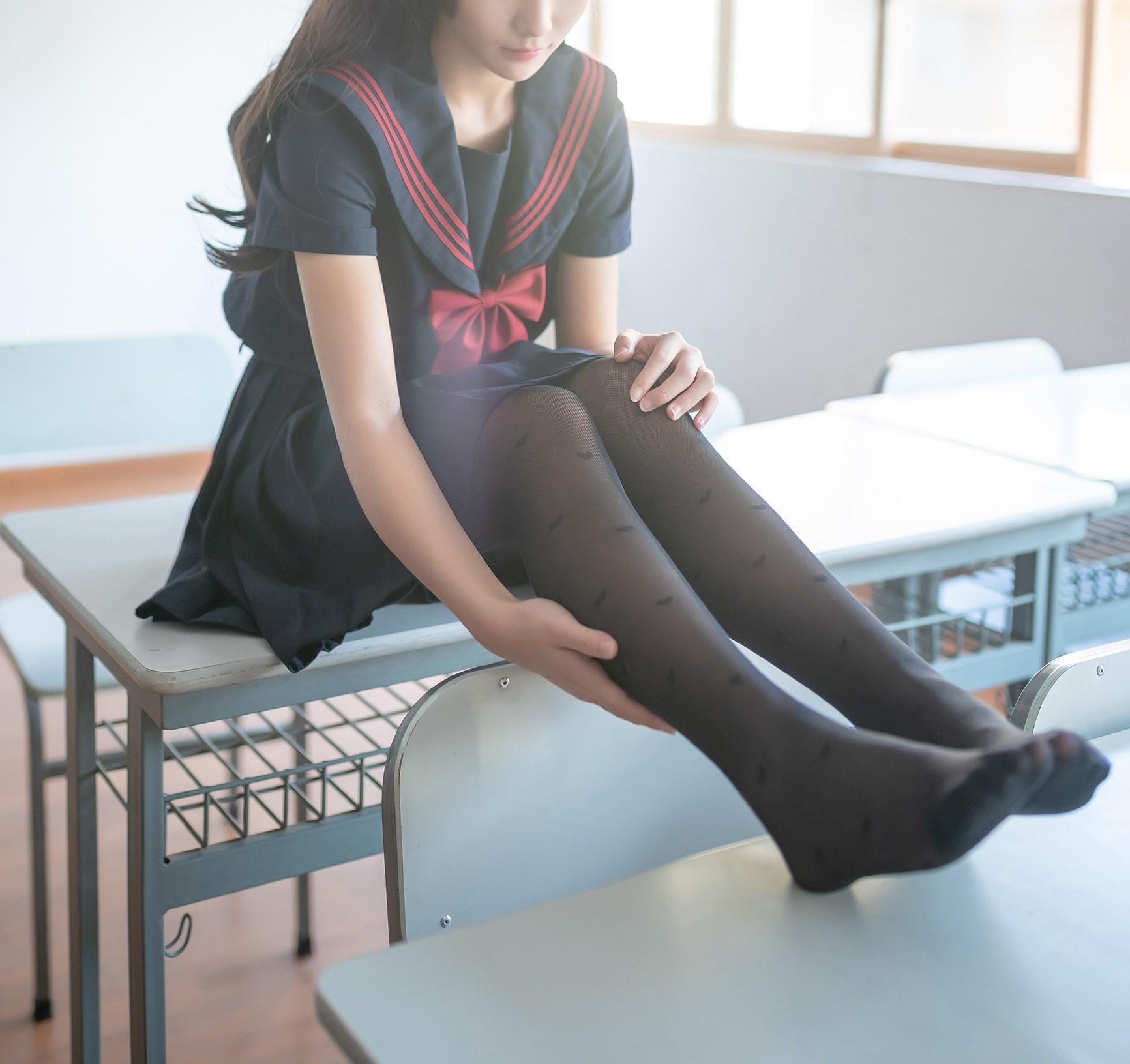 【兔玩映画】教室里的黑丝JK 兔玩映画 第35张